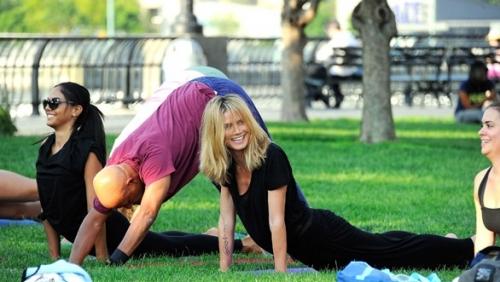 heidi-klum-yoga-3-f.jpg