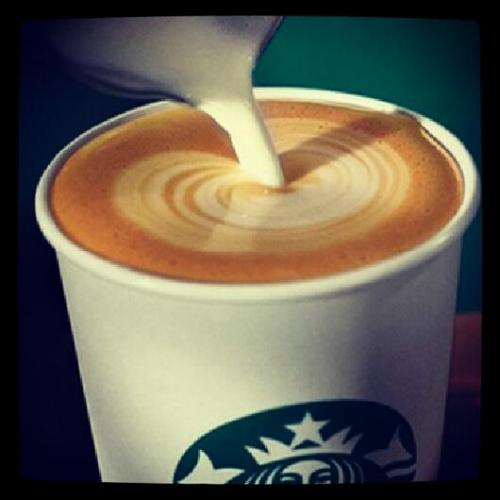 Elisalesbonstuyaux.fr-Latte Starbucks.jpg