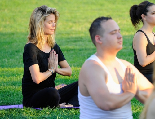 heidi-klum-yoga-10.jpg